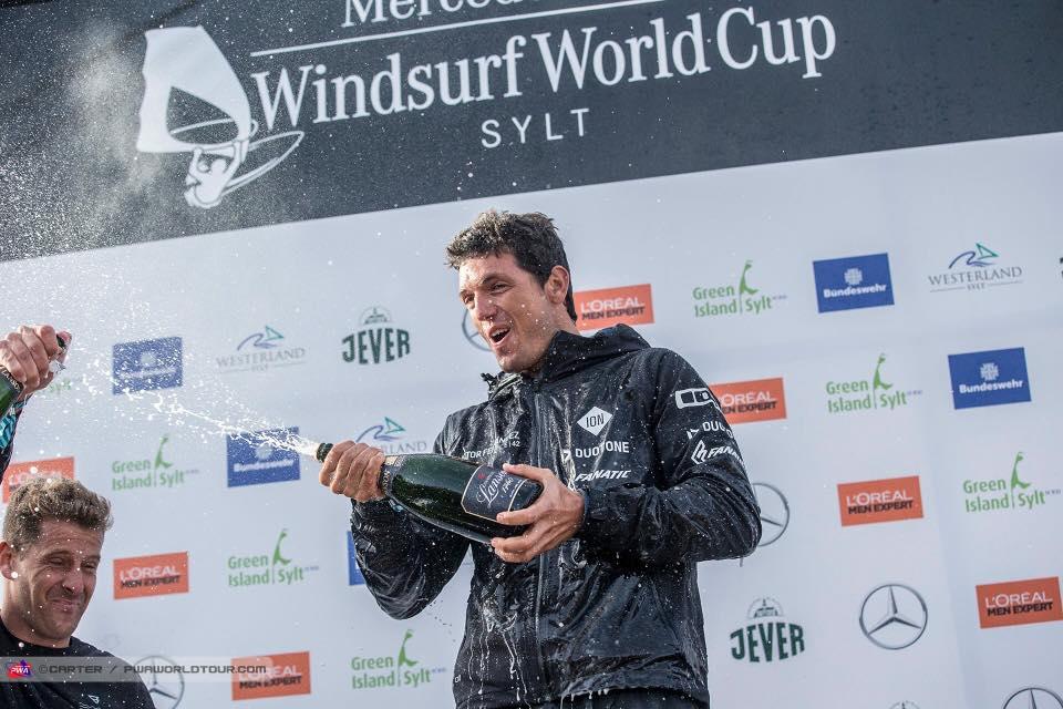 Víctor como campeón del mundo de Windsurf